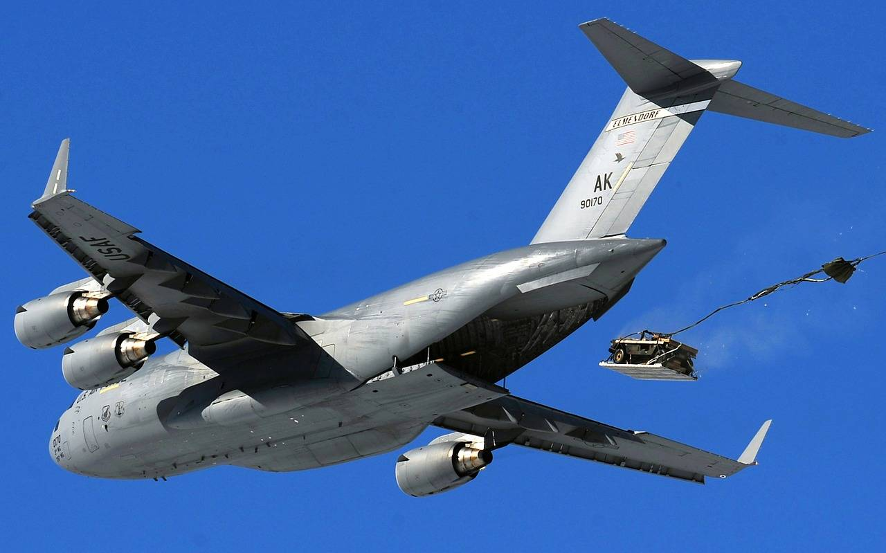cargo-jet-108882_1280